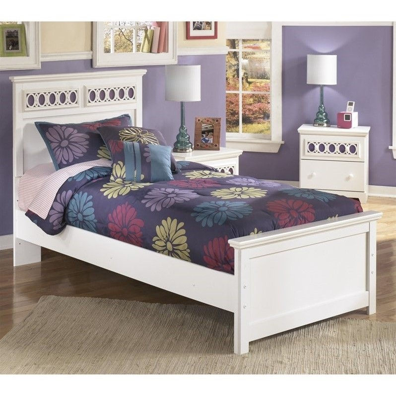 Signature Design by Ashley Furniture Zayley Panel Bed in White-Twin