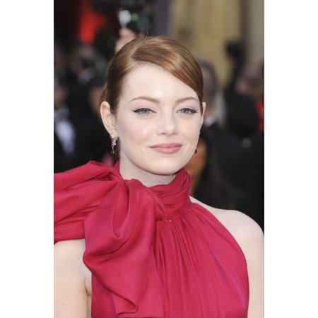 Emma Stone At Arrivals For The 84Th Annual Academy Awards   Oscars 2012   Arrivals 2 Canvas Art     16 X 20