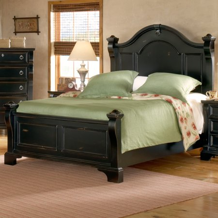 Heirloom Mansion Poster Bed Set