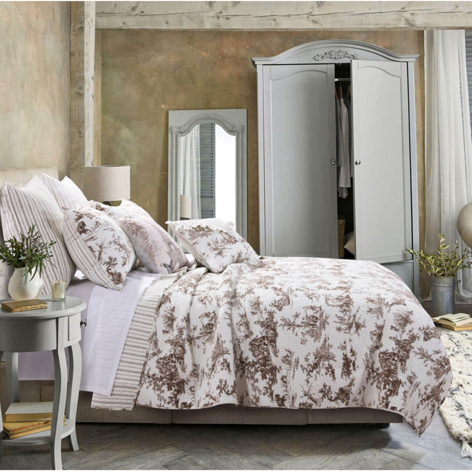 Classic Toile Quilt Set by Greenland Home Fashions