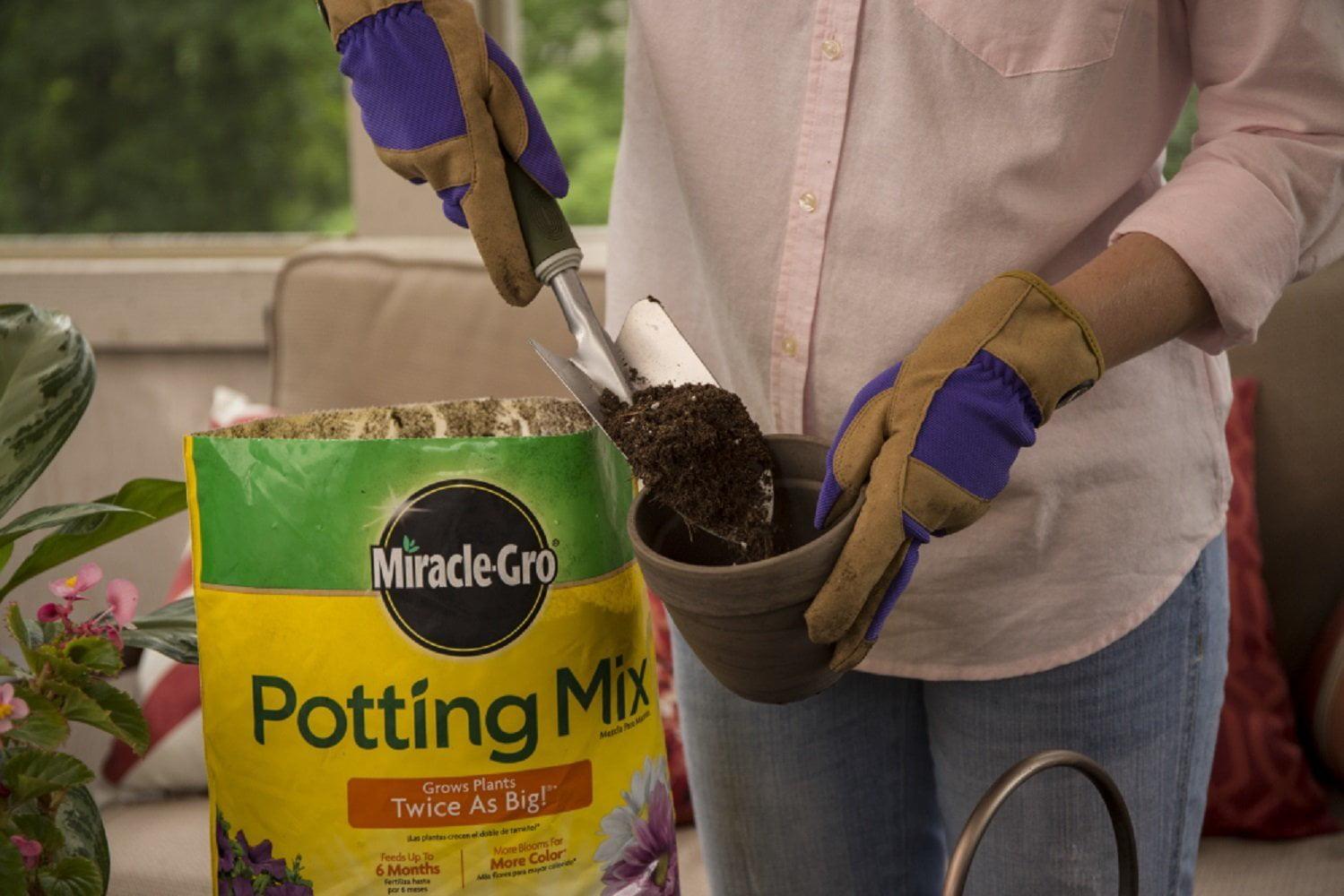 Miracle-Gro Potting Mix 8 QT MGRO POTTING MIX, Feeds up to six ...