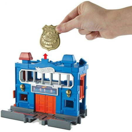 Hot Wheels City Downtown Police Station Breakout Play Set (Party City Hot Wheels)