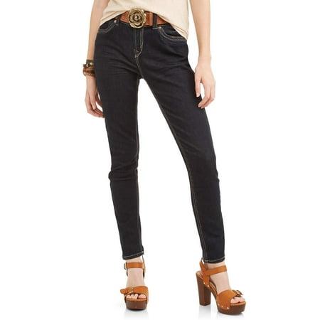 Wallflower Juniors' Curvy Embellished Back Pocket Ankle Jeans with Belt