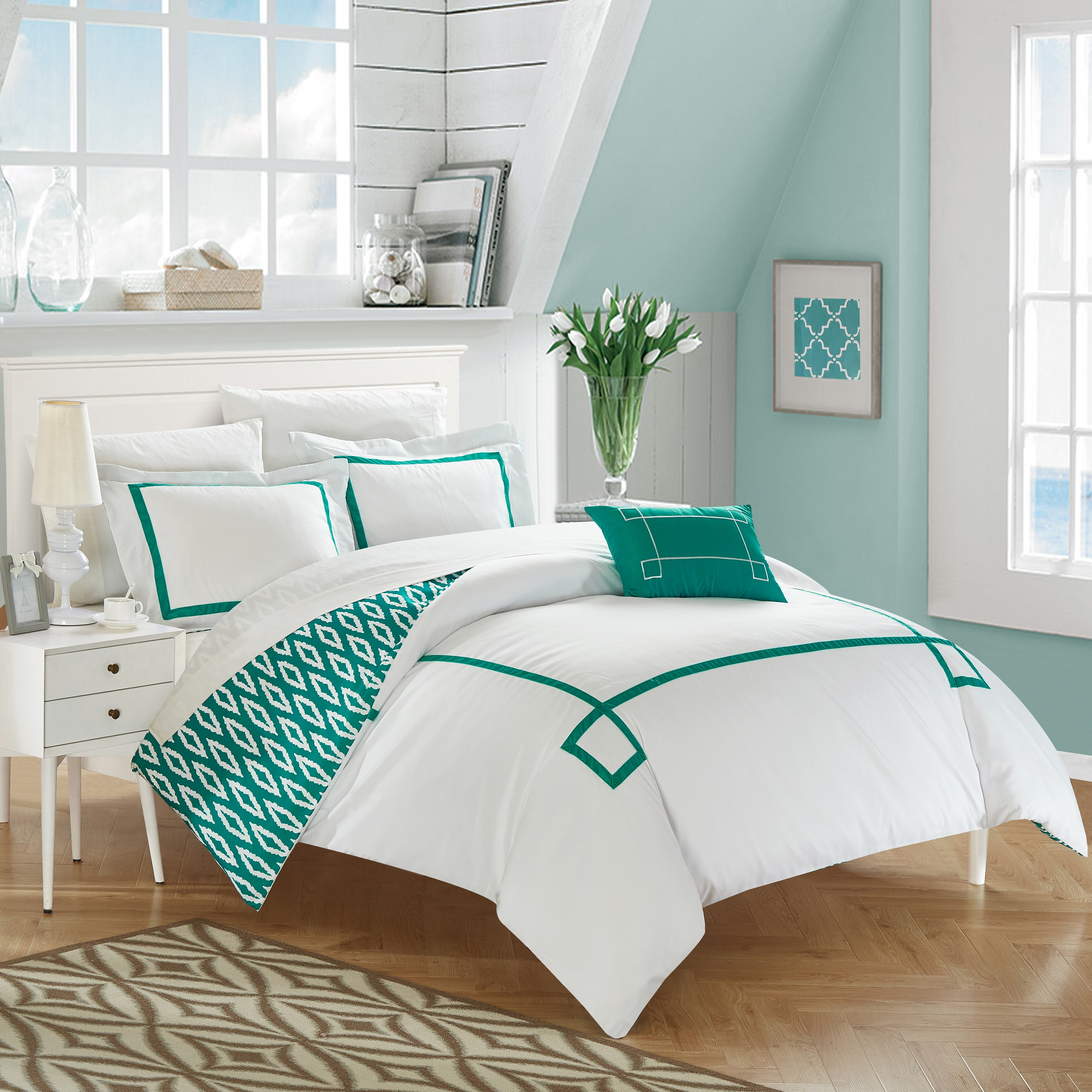 Chic Home 4-Piece Xanti Contemporary Greek Key Embroidered REVERSIBLE Duvet Cover Set, Shams and Decorative Pillows included