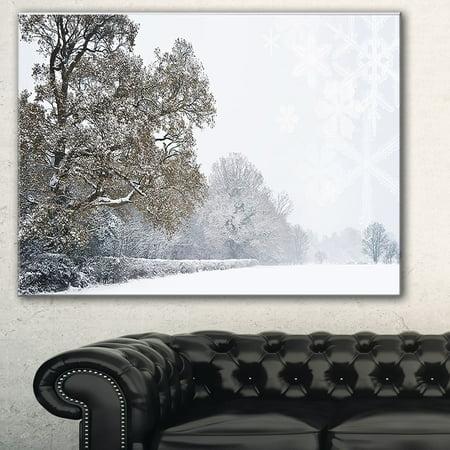 DESIGN ART Designart 'Christmas Winter Snow' Landscape Photo Canvas Print - Green ()