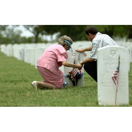 May 28 2006 - A mother and her son hold hands and pray at her fathers grave site at Fort Sam Houston National Cemetery in San Antonio Poster Print ()