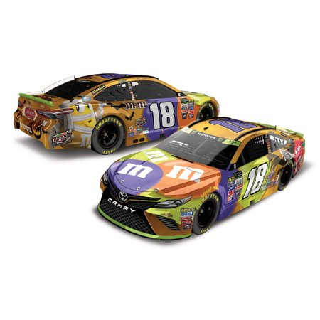 Lionel Racing Kyle Busch #18 Halloween M&Ms 2017 Toyota Camry 1:24 Scale HOTO Die-cast - 2017 Halloween Trailer