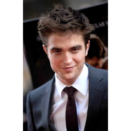 Robert Pattinson At Arrivals For Water For Elephants Premiere Canvas Art     16 X 20