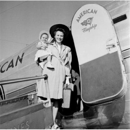 Posterazzi SAL255422747 Mother & Baby Daughter Boarding Plane Poster Print - 18 x 24 in. - image 1 de 1