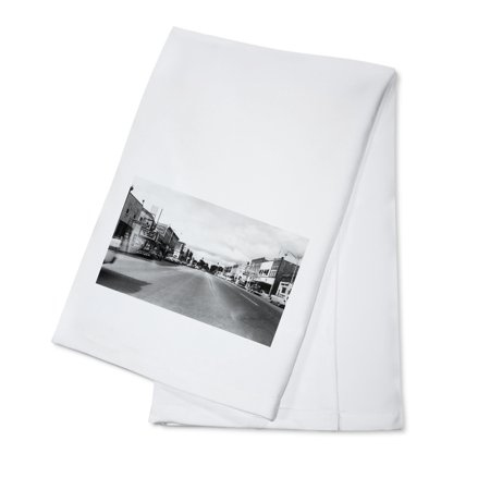 West Branch, Michigan - Eastern End of City Street Scene (100% Cotton Kitchen Towel) (Party City West Broad Street)