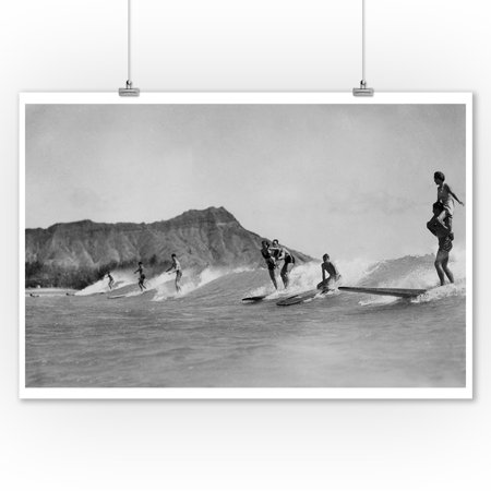 Honolulu, Hawaii - Surfers off Waikiki Beach - Vintage Photograph (9x12 Art Print, Wall Decor Travel Poster) ()
