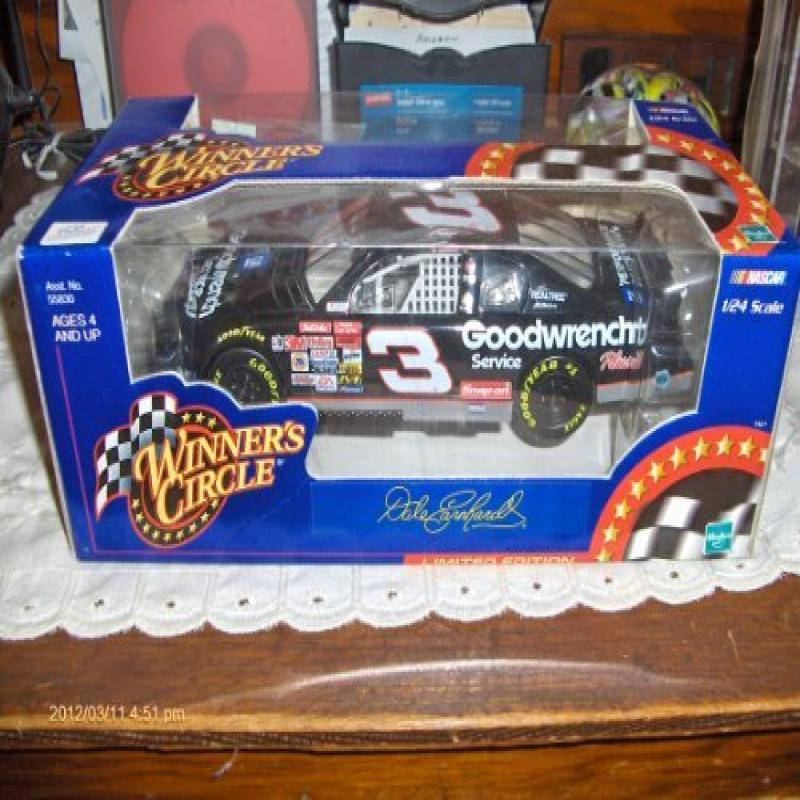 WINNER'S CIRCLE Dale Earnhardt #3 Goodwrench 1:24 scale 2...