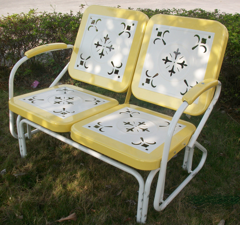 Metal Retro Glider in Yellow and White Finish