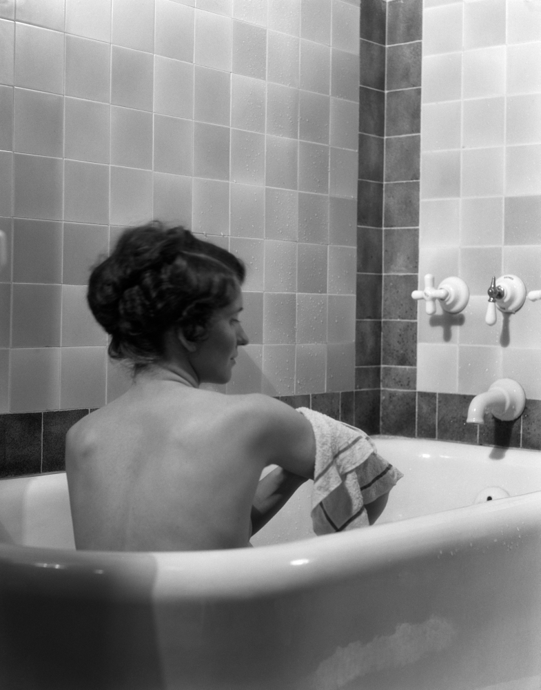 Vintage Press Photo Woman Girl Female in Bathtub Bathing