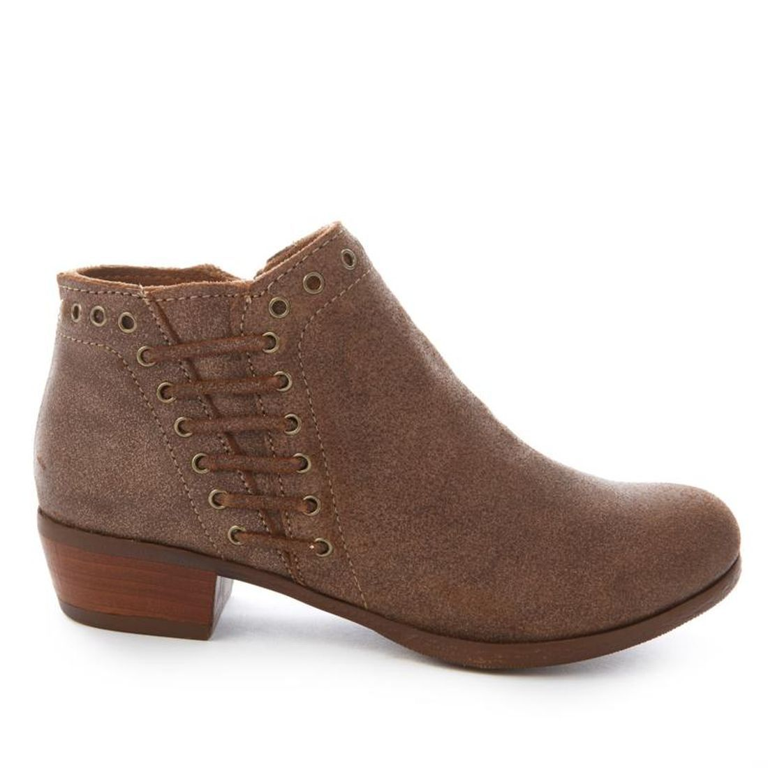 Minnetonka Brenna Vintage Leather Ankle Boot 570-137 by