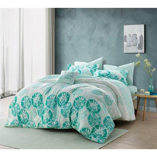 Ivy Bronx Bates Mint Comforter
