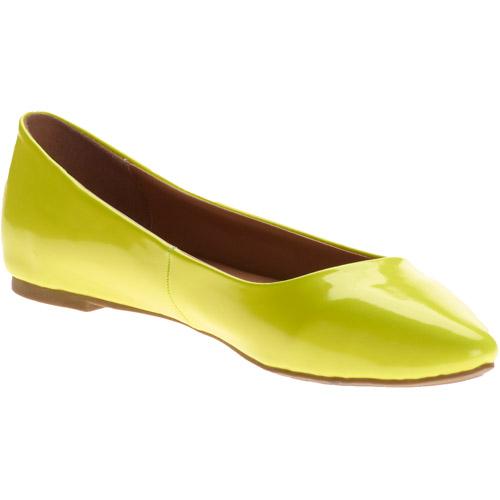 City Classified Women's Sadler Flat Patent Shoes