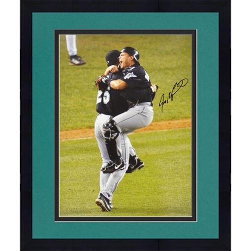 "Framed Ivan ""Pudge"" Rodriguez Florida Marlins Autographed 16"" x 20"" World Series Hug Photograph - Fanatics Authentic Certified"