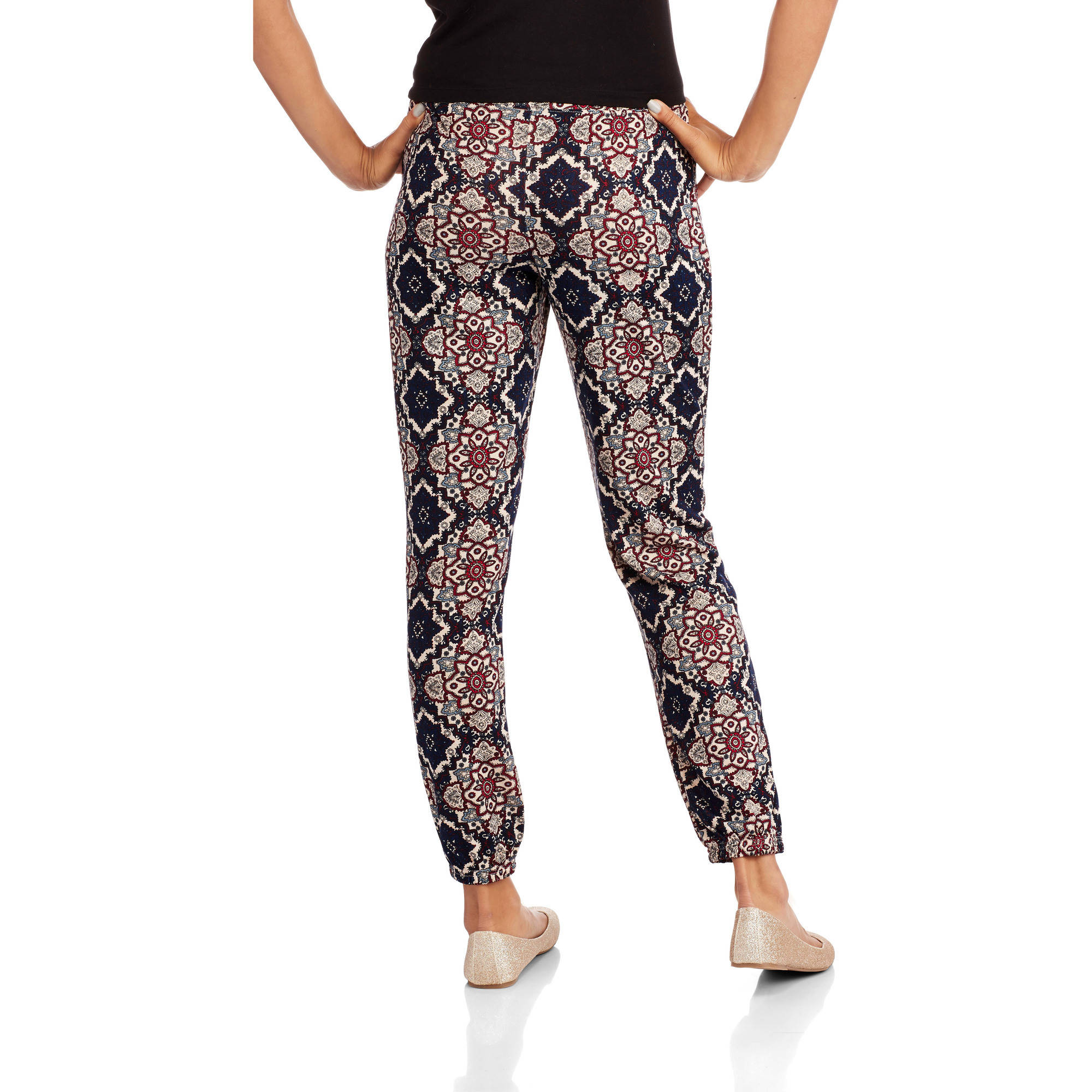 Almost Famous Juniors' Printed Hacci Jogger