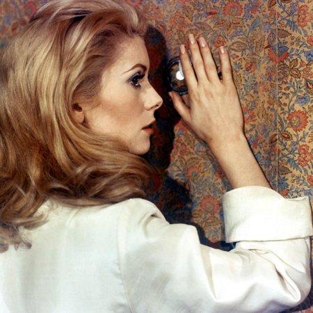 Belle by Jour by LuisBunuel with Catherine Deneuve, 1967 (d'apres JosephKessel) (photo) Print Wall Art (Belles Photos D'halloween)