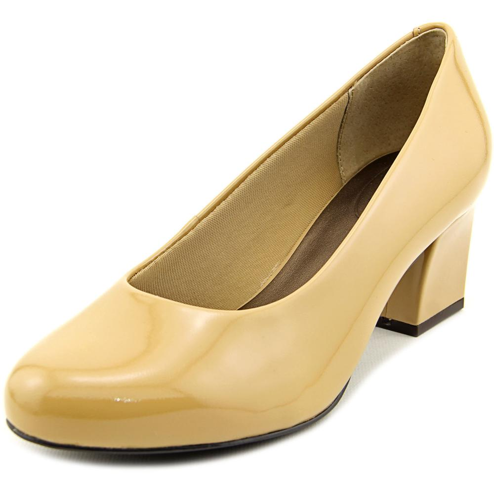 Trotters Candela Women WW Round Toe Patent Leather Nude Heels by Trotters