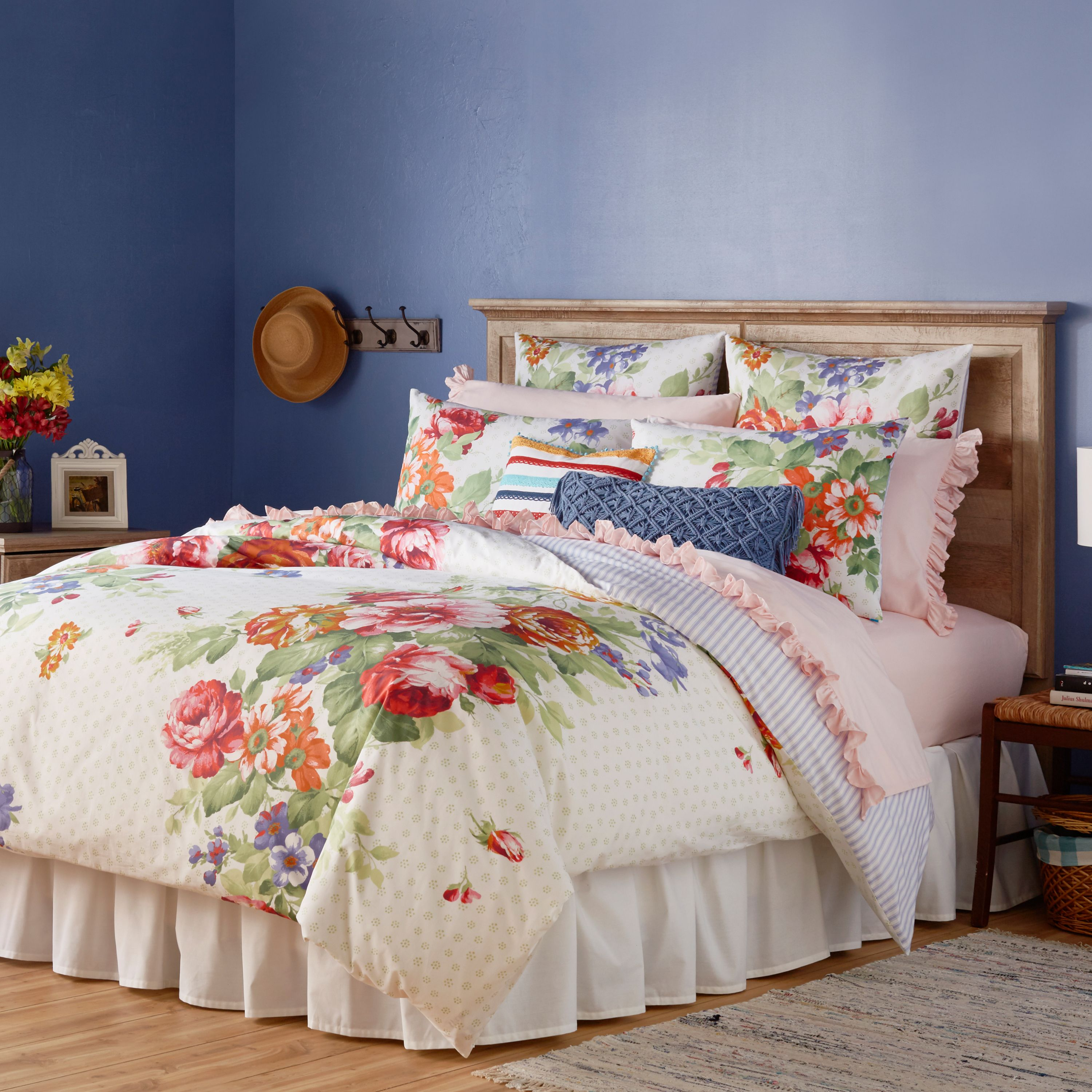 The Pioneer Woman Beautiful Bouquet Comforter, White