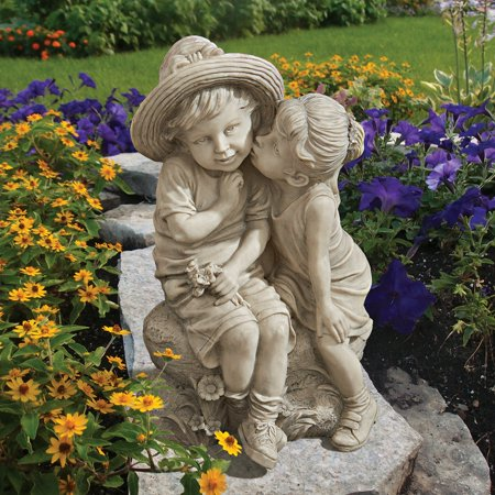 Design Toscano Kissing Kids Boy and Girl -