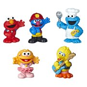 Sesame Street Neighborhood Friends Includes 5 Figures, 3 Inches, 18 Months+