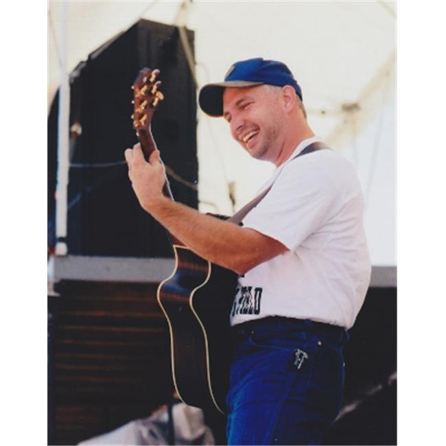 Garth Brooks Unsigned 8X10 Inch Concert Photo