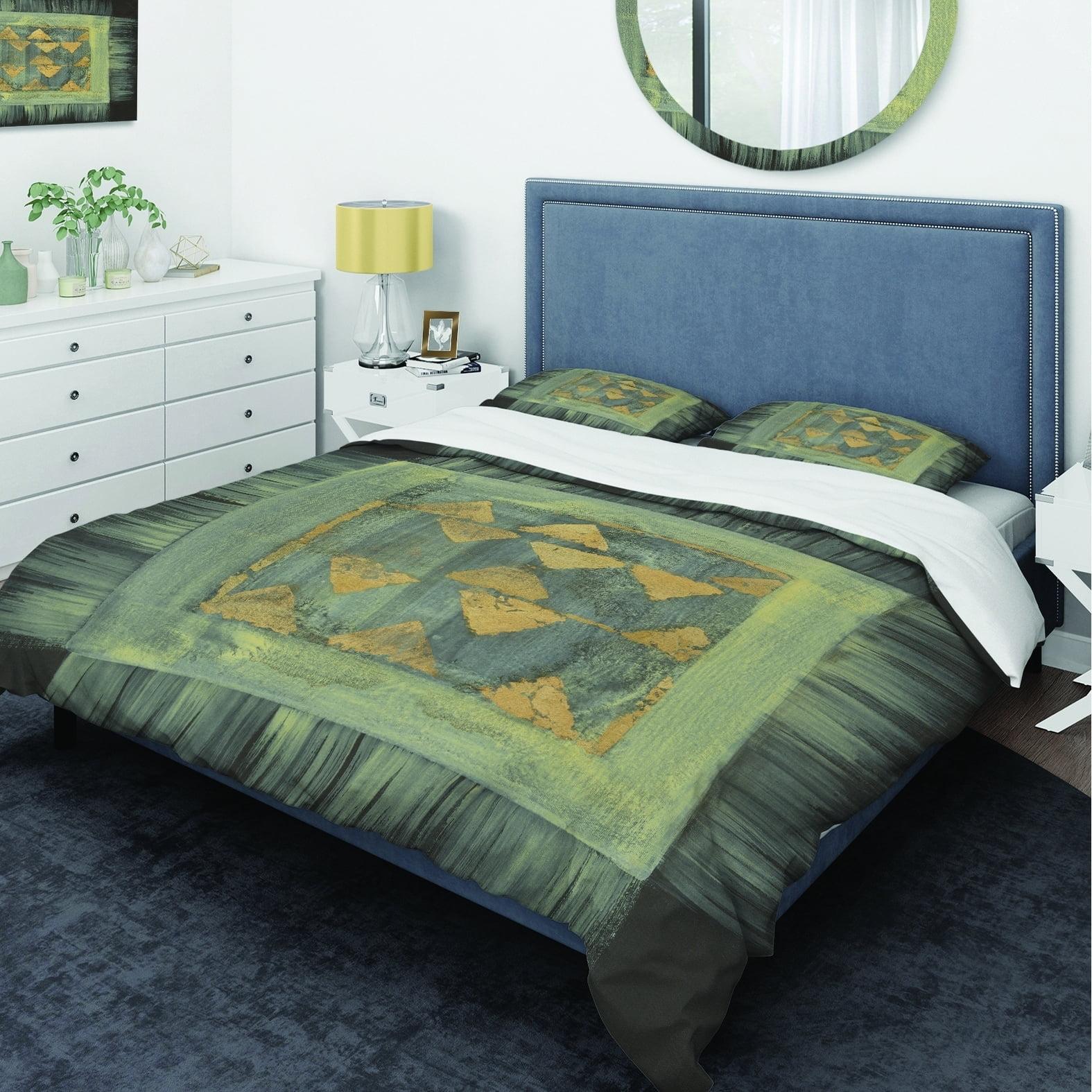 DESIGN ART Designart 'Gold Geometric Tapestry' Glam Bedding Set - Duvet Cover & Shams