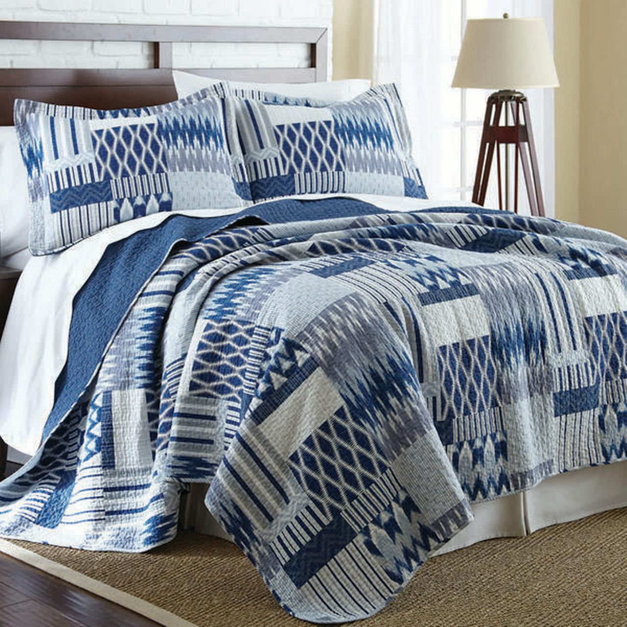 Click here to buy 100% Cotton 3 Piece Printed Reversible Quilt Set Aubrey Full Queen by Amrapur Overseas, Inc..