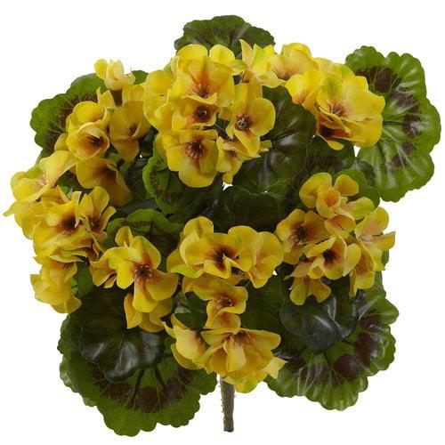 Charlton Home Indoor/Outdoor UV Resistant Geranium Floral Arrangement (Set of 4)