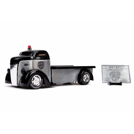 1947 Ford COE Flatbed Tow Truck with Diecast Mosaic Tile, 20th Anniversary - Jada 31072 - 1/24 scale Diecast Model Toy Car -  ModelToyCars
