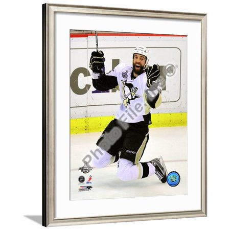 Maxime Talbot Game 7 of the 2008-09 NHL Stanley Cu... Framed Photographic Print Wall
