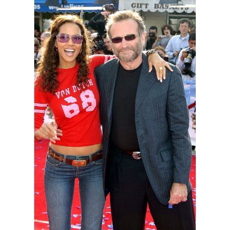 Ibm Photo - Halle Berry Robin Williams At Arrivals For Robots Premiere Mann Village Theater Westwood Ca March 6 2005 Photo By John HayesEverett Collection Celebrity