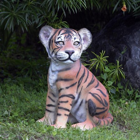 Design Toscano The Grand-Scale Wildlife Animal Collection: Sitting Tiger Cub Statue