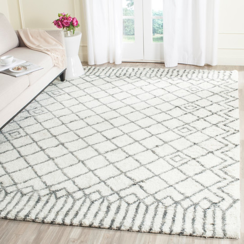 Safavieh Casablanca Shag 8' X 10' Hand Tufted Rug in Ivory and Gray