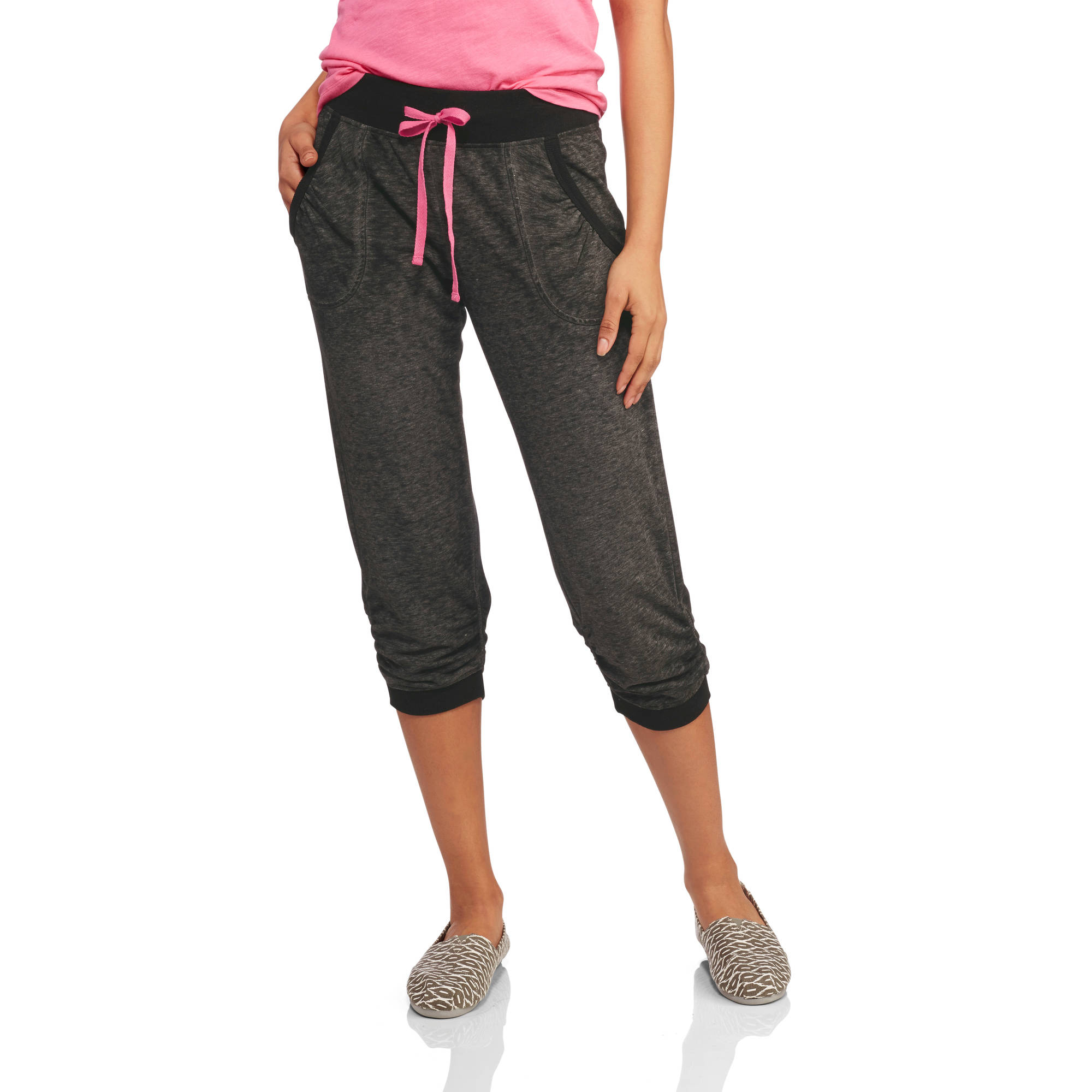 No Boundaries Juniors' Cinch Cuff Capri Sweatpants - Walmart.com