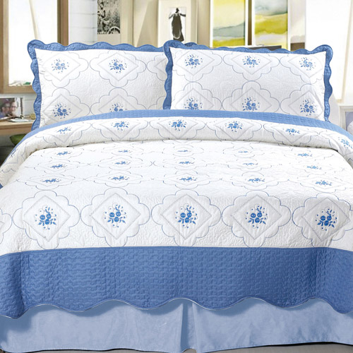 Somerset Home Embroidered Quilt Bedding Set Brianna by TRADEMARK GAMES INC
