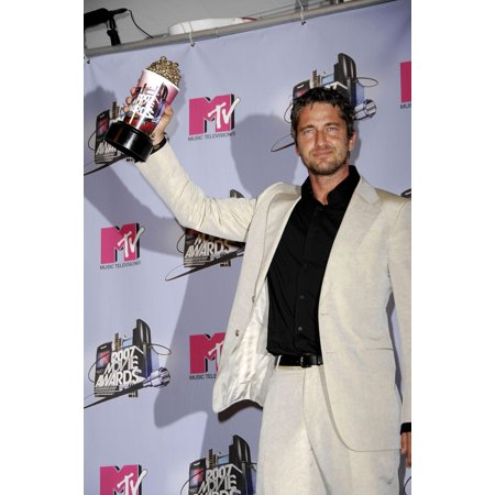 Gerard Butler At Arrivals For Mtv 2007 Movie Awards - Press Room Gibson Amphitheatre At Universal Studios Universal City Ca June 03 2007 Photo By Michael GermanaEverett Collection Celebrity (Halloween Studio City Ca)