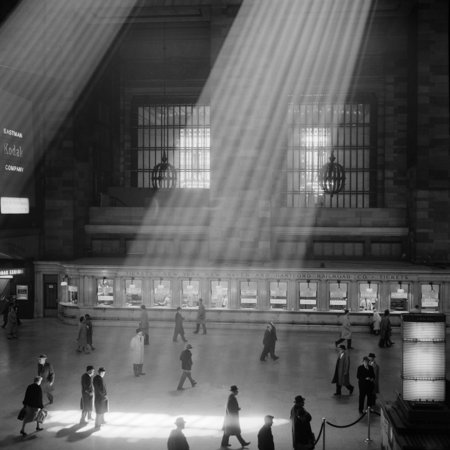 1960s Crowd Walking Through Sunbeams In The Magnificent Dramatic Poetic Cavernous Atrium Of Grand Central Station