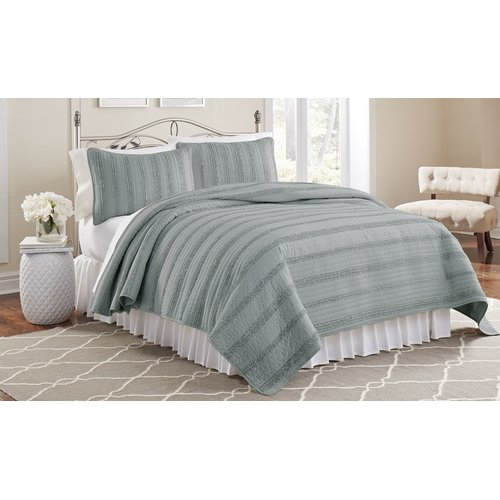 Click here to buy Amrapur Overseas Inc. 3 Piece Ruffled Quilt Set by Supplier Generic.