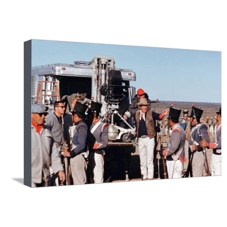 John Wayne sur le tournage by son film Alamo en, 1960 (photo) Stretched Canvas Print Wall Art - Halloween Le Film Vf