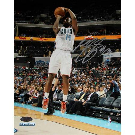 Photo Jump Shot - Michael Kidd-Gilchrist of Charlotte Bobcats Jump Shot in White Jesery Signed 8