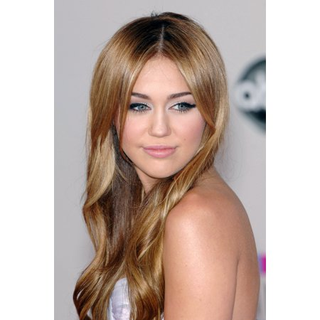 Miley Cyrus At Arrivals For The 37Th Annual American Music Awards  2010 Amas    Arrivals Canvas Art     16 X 20