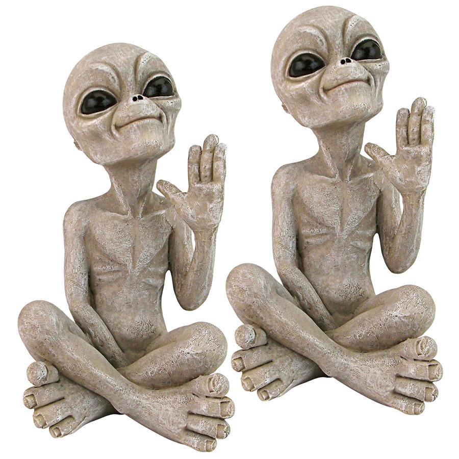 Design Toscano Greetings Earthlings UFO Alien Statue: Set of 2