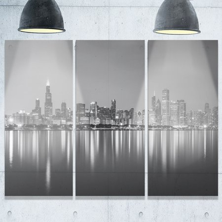 DESIGN ART Chicago Skyline at Night Black and White - Cityscape Glossy Metal Wall Art - 36x28