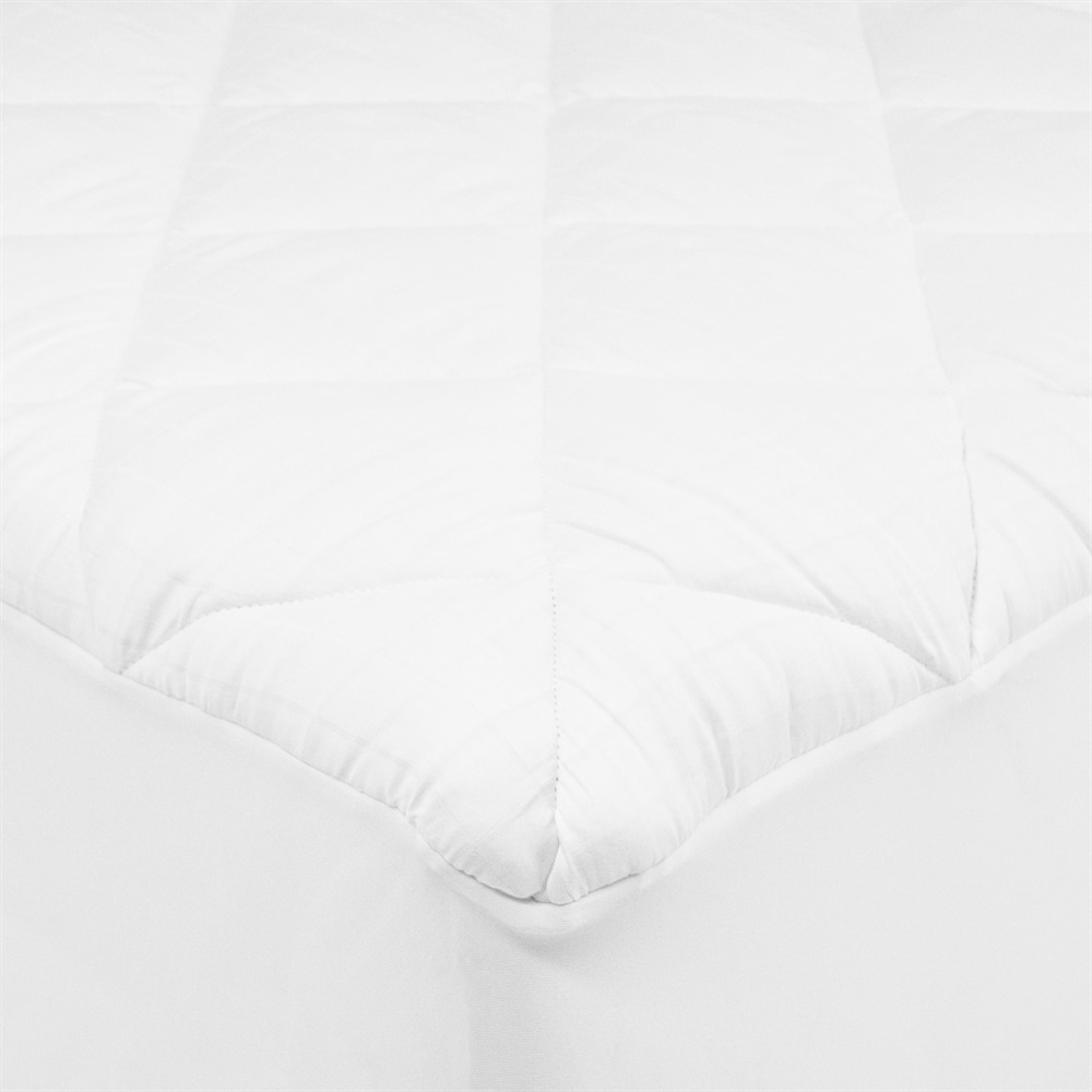 St. James Home Stain-Resistant Mattress Pad, 300 Thread Count by St James Home