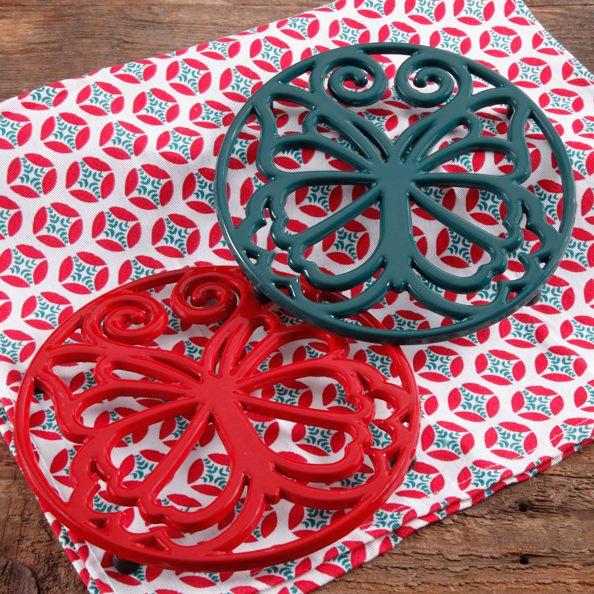 The Pioneer Woman Timeless Beauty 2-Pack 8  Red & Ocean Teal Enameled Cast Iron Trivet Set
