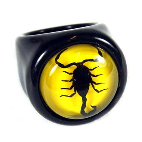 Ed Speldy East R0012-6 Black Scorpion Ring with Yellow Background - Size 6